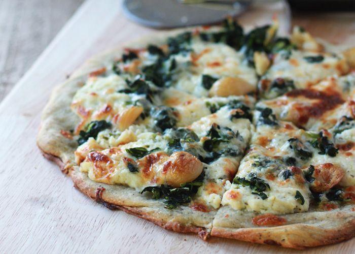 Garlic and Spinach White Pizza - This cheesy vegetarian white pizza ...