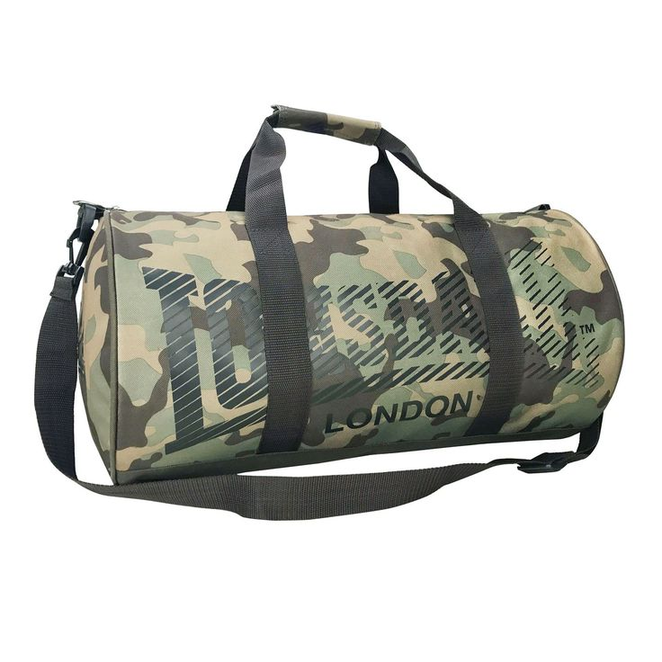 Lonsdale Barrel Bag This Lonsdale Barrel Bag is perfect for your sports gear, featuring a zipped main section with added accessory pocket to the side, finished of dual carry handles and adjustable shoulder strap. > Barrel bag > Zipped main section > Side accessory pocket > Dual carry handles > Adju