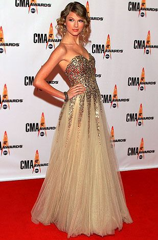 Taylor Swift's Red Carpet Style Evolution: November 2009