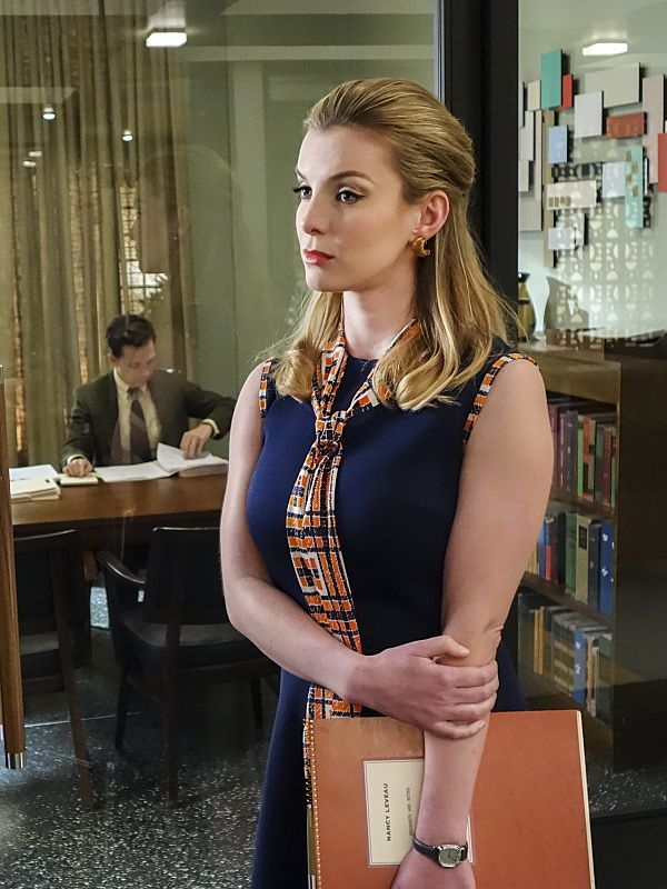 Betty Gilpin Actress Glow Betty Gilpin Was Born On July 21 1986 In The Usa She Is An Actress Known For Glow 2017 Betty Gilpin Celebrity Style Sami Gayle
