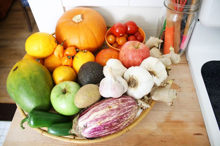 Fruits and most veggies in a bowl on counter! Christi's Creative & Crafty Austin Apartment