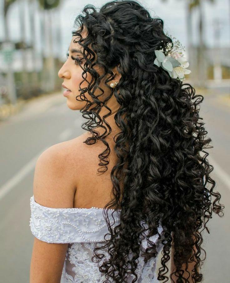ME SALVOU DA QUÍMICA, DA QUEDA DE CABELO E ME FEZ TER CACHOS FORTES E SAUDÁVEIS… em 2021   Penteado de noiva para cabelo cacheado, Penteado casamento, Casamento cabelo afro