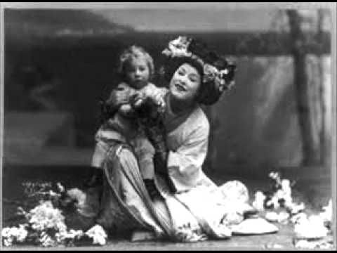"Geraldine Farrar - performs the Metropolitan Opera's First Butterfly (""Un bel dì,"" Rec. 1908). Some say she deliberately ""thinned"" the resonance of her vocals for this piece in order to imitate more realistically the vocals of a 15-year old girl whom she was portraying on stage."