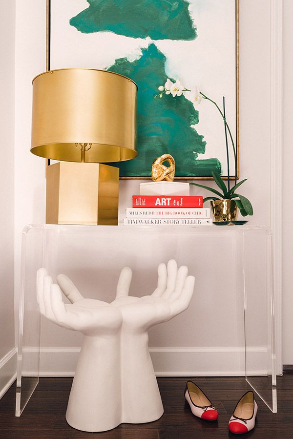 Get the look : Hands Stool + Lucite Console + Large Gold Lamp: