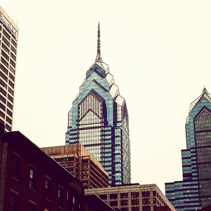 #philadelphia #usa #skyscrapers #skyline #city #lookingup #perspective #pointofview #simmetry #geometry #shapes #sky #photography #photooftheday #picoftheday #bestoftheday #memories #tbt #december #unitedstates