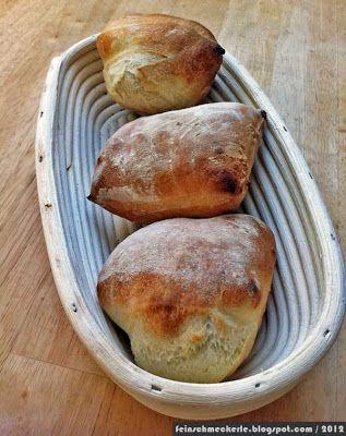 Als Lutz die Schneebrötchen gepostet hat, war ich gleich hin und weg. Selbstgebackenes Brot gehört für uns mittlerweile zum Alltag. Frühstücksbrötchen gibt's nur ab und zu. Künftig sicherlich häufiger, denn diese Brötchen lassen sich mal eben am Samstagabend nebenher herstellen und ruhen dann im Kühlschrank vor sich hin. Morgens nur noch kurz in den Backofen, schon hat man rustikale, schmackhafte Brötchen! Für 4 Brötchen: Am Vorabend: 290 g Mehl (Weizen 405) mit 200 g Wasser 6 g Salz (hier…