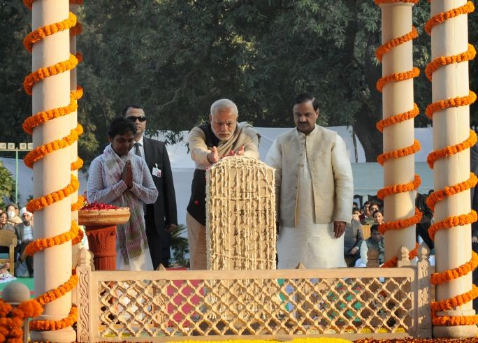 PM pays homage to Mahatma Gandhi and all the Martyrs who laid their lives for the Nation, On Martyrs' Day