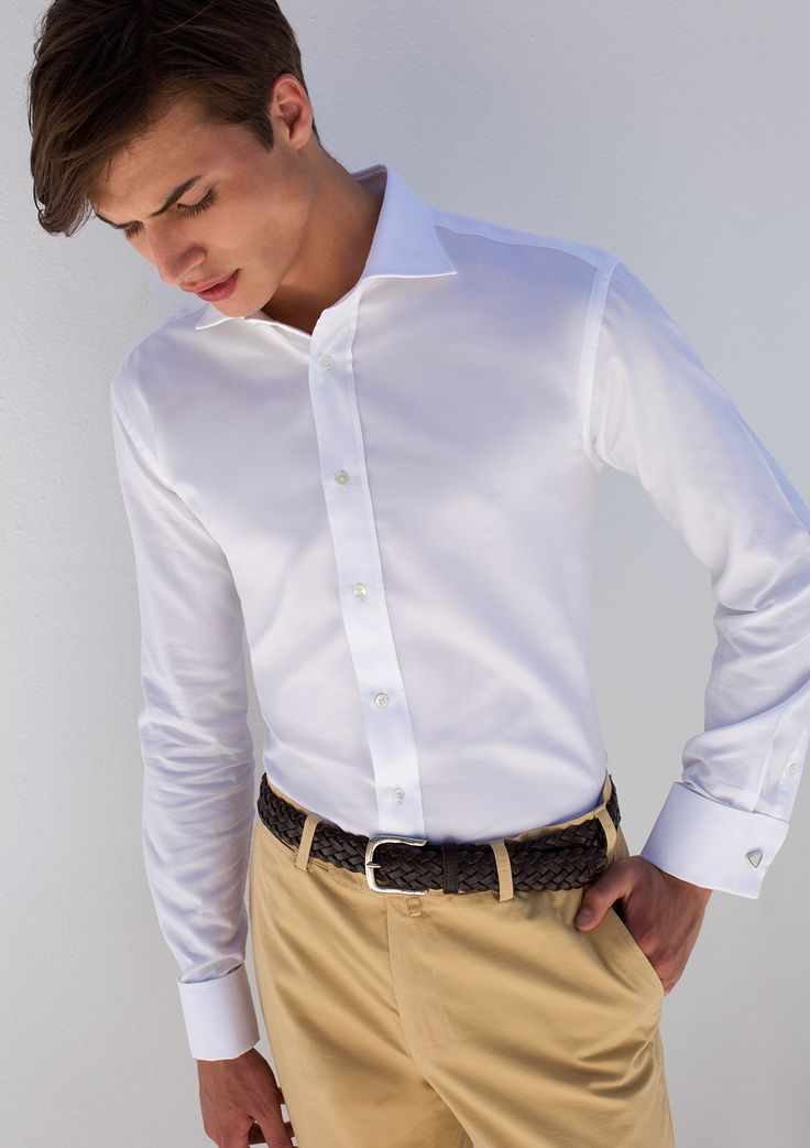 DOUBLE CUFF WITH CHINOS? WHY NOT? Τόλμησε να συνδυάσεις ένα double cuff λευκό πουκάμισο Kaiser Hoff με ένα κομψό Don Hering chinos στα χρώματα της άμμου για ένα elegant summer look!