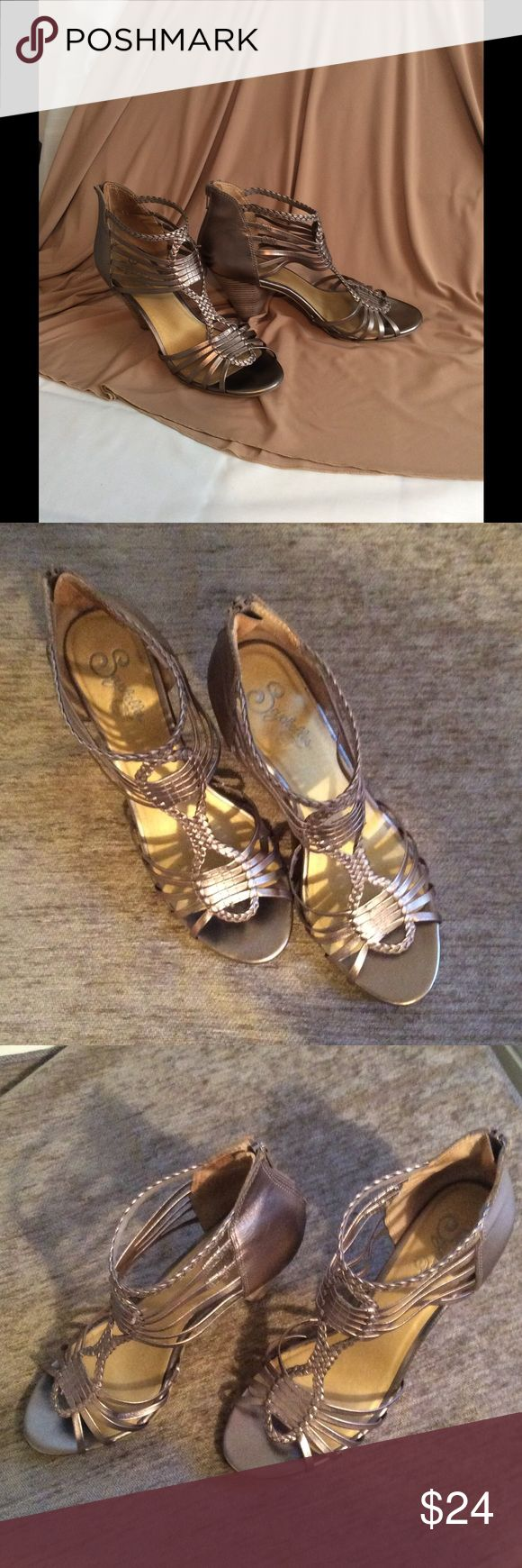 """Seychelles metallic heeled sandals Loved and gently worn 3"""" heel sandals. Scychelles Shoes Sandals"""