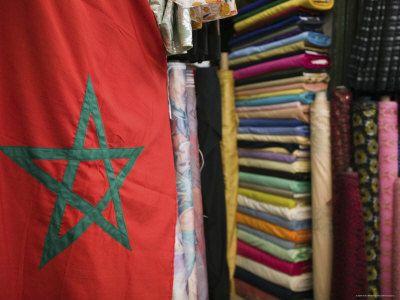Moroccan Flag, the Souqs of Marrakech, Marrakech, Morocco Photographie par Walter Bibikow sur AllPosters.fr