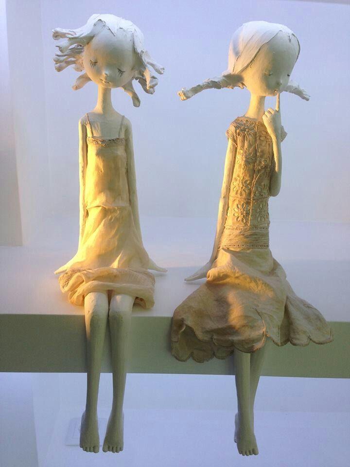 A artista plástica portuguesa Maria Rita esbanja delicadeza em suas obras. Em seu atelier, em Minde, utiliza-se de diversos matérias e técnicas para dar dimensões aos seus mais variados sonhos.