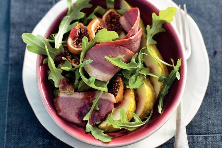 De zoetheid zelf: salade met peren en vijgen met een dressing van bramenjam - Salade met eendenborst en vijgen - Recept - Allerhande