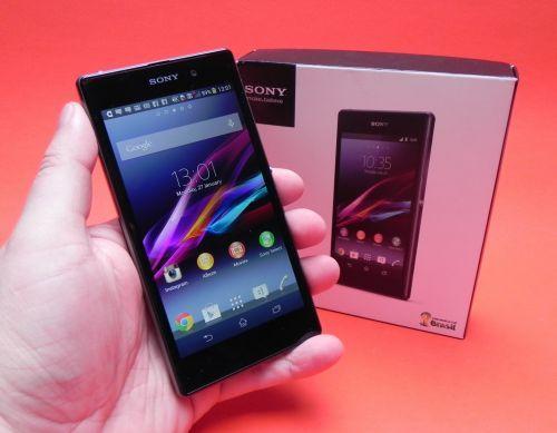 Sony Xperia Z1 unboxing/ preview: cameraphone-ul cu veleităţi acvatice are parte de primul setup (Video)  http://mbls.ro/1n16PKt