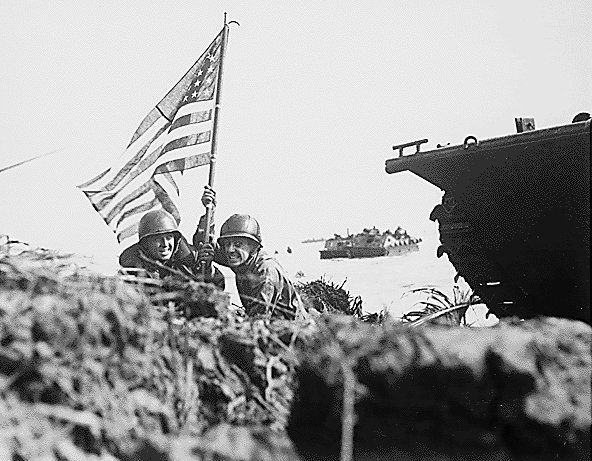 US soldiers plant the American Flag 8 min after landing