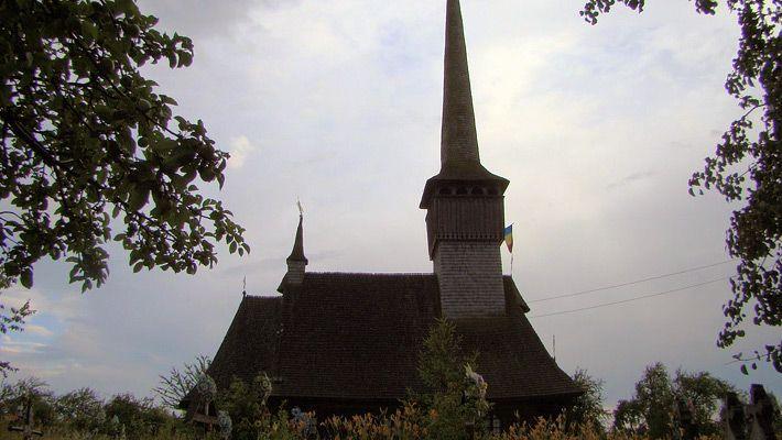 Biserica de lemn din Posta O călătorie virtuală prin Maramureş - galerie foto. Vezi mai multe poze pe www.ghiduri-turistice.info Sursa : http://ro.wikipedia.org/wiki/Fișier:RO_MM_Posta_St_Ilie_church_3.jpg