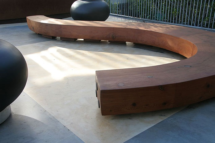Curved bench, Thuilot Associates