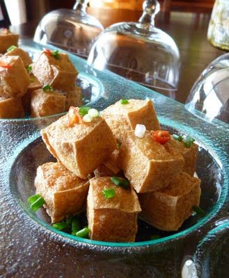 Recipe: Đậu Hũ Chiên (Fried Tofu) by Loan aka Annette of Sacramento. My sister-in-law can't figure out how to get them super crispy like in the Chinese restaurants. ~LL