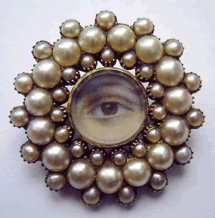 Charming Georgian eye brooch of an eye with brown iris in a gold and pearl frame, circa 1800, completely original.