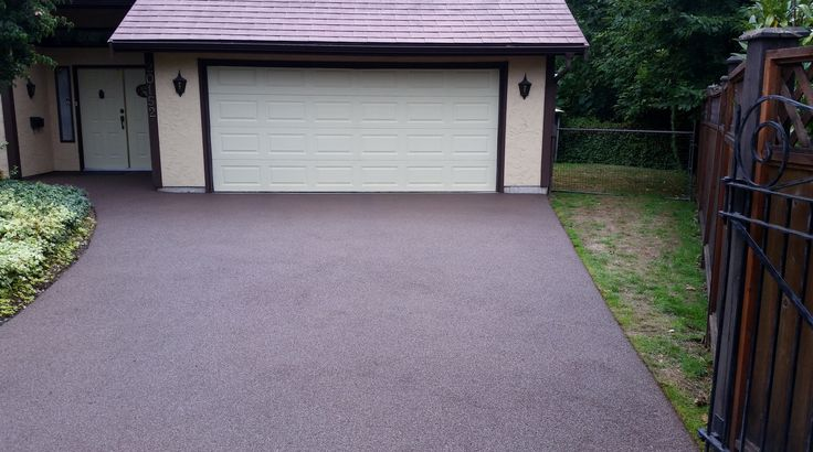 brown rubber paved driveway