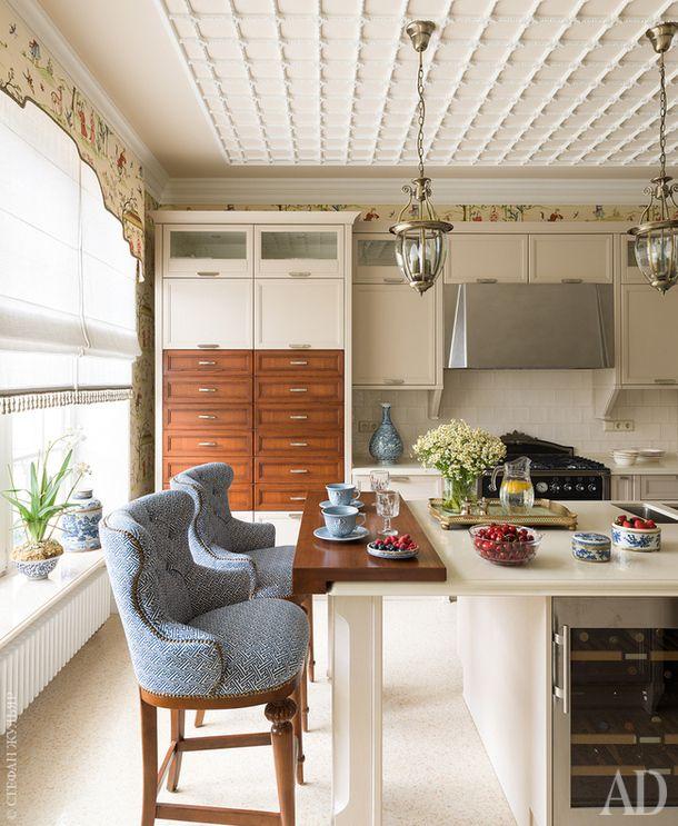 Кухня. Кухонная мебель, Aster Cucine. Барные стулья, Century Furniture. Обои и шторы, Thibaut.