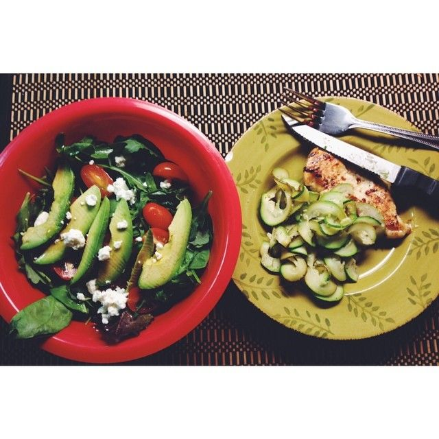 First meal in my new place  Ribbon zucchini with my new Paderno #spiralizer, sautéed chicken, arugula-spinach salad with tomato, avocado and goat cheese  #food #recipes #easymeals #sunday #dinner #healthyfood #health #fitness #workout #fitspo #cook #eeeeeats #salad #green #avocado #theblissfulbalance #balance #Padgram