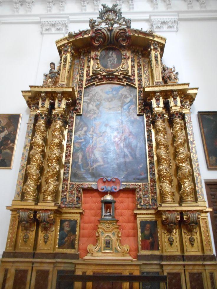 Iglesia de San Idelfonso ( De los Jesuitas )Retablo barroco El Bautismo de Cristo , de Alonso del Arco. Proviene de la desaparecida Iglesia de San Juan Bautista.