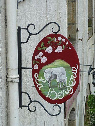 Sign in Rochefort en Terre - Morbihan - France.