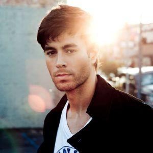 Guarda il video musicale del nuovo singolo di Enrique Iglesias - Duele el corazón feat Wisin. Si tratta del primo singolo estratto dall'11 album di Enrique.
