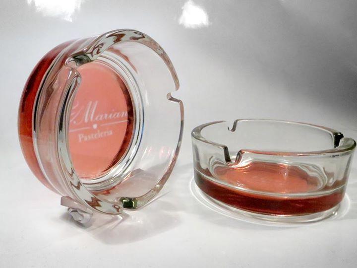 Cenicero vidrio con iso-logo y color corporativo sublimado