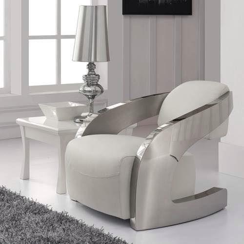 sillones modernos en blanco y plato en