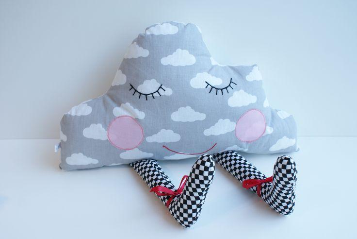 Handmade czyli ręcznie szyta poduszka chmurka do pokoju dziecka #miś #przytulanka #maskotka #teddybear #zabawka #pokójdziecka #desing #skandynawski #rękodzieło #ręcznieszyte #poduszka #poducha #kuferekmalucha #pillow #homedecor #bear #szycie #handmade #pokojdziecka