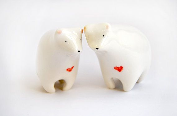 Valentine's Day Ceramic Polar Bear Figurine White di Barruntando
