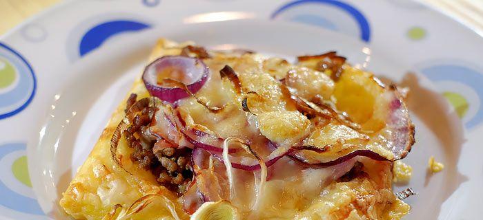 Snelle plaattaartjes met gehakt, bacon en Gruyère