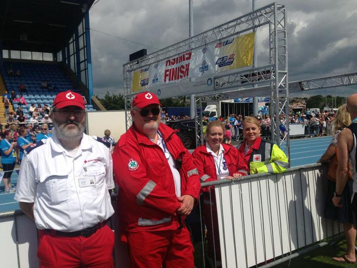 Volunteer first aid cover at Waterfor City Viking run 2014 www.redcross.ie