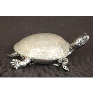 Cajitas con forma de tortuga con caparazón de nacar.