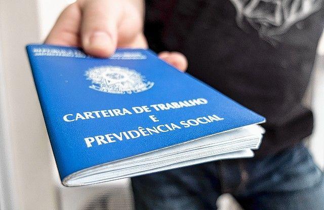 Brasil tem 12 milhões de desempregados, diz IBGE -   O desemprego ficou em 11,9% no trimestre encerrado em novembro, segundo dados divulgados nesta quinta-feira (29) pelo Instituto Brasileiro de Geografia e Estatística (IBGE), por meio da pesquisa Pnad Contínua. Essa taxa é a mais elevada desde o início de toda a série histórica, que teve i - http://acontecebotucatu.com.br/nacionais/brasil-tem-12-milhoes-de-desempregados-diz-ibge/