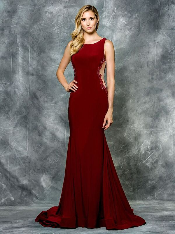 Long red Prom dress Open back. find it at Moscatel Boutique