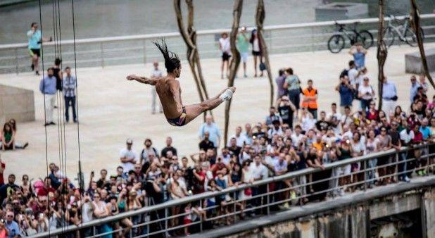 Orlando Duque fue sexto en Bilbao en la penúltima parada del 'Red Bull Cliff Diving'