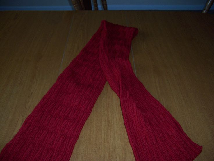 Wavy rib scarf, knit in Cascade 220.