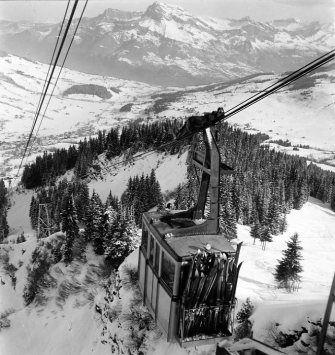 Téléphérique Megève 1936 |¤ Robert Doisneau | 20 decémbre 2015 | Atelier Robert Doisneau | Site officiel