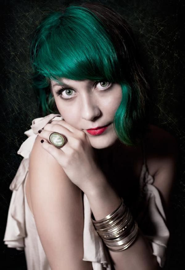 Gorgeous green shining like an emerald on slick black hair. I'm thinking that I really want to do dark green in front on black hair like this for my next hair color. I am worried about job interviews, but I might do it anyway.