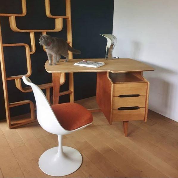 Bureau Jacques Hauville En 2020 Mobilier De Salon Bureau Chaise Tulipe