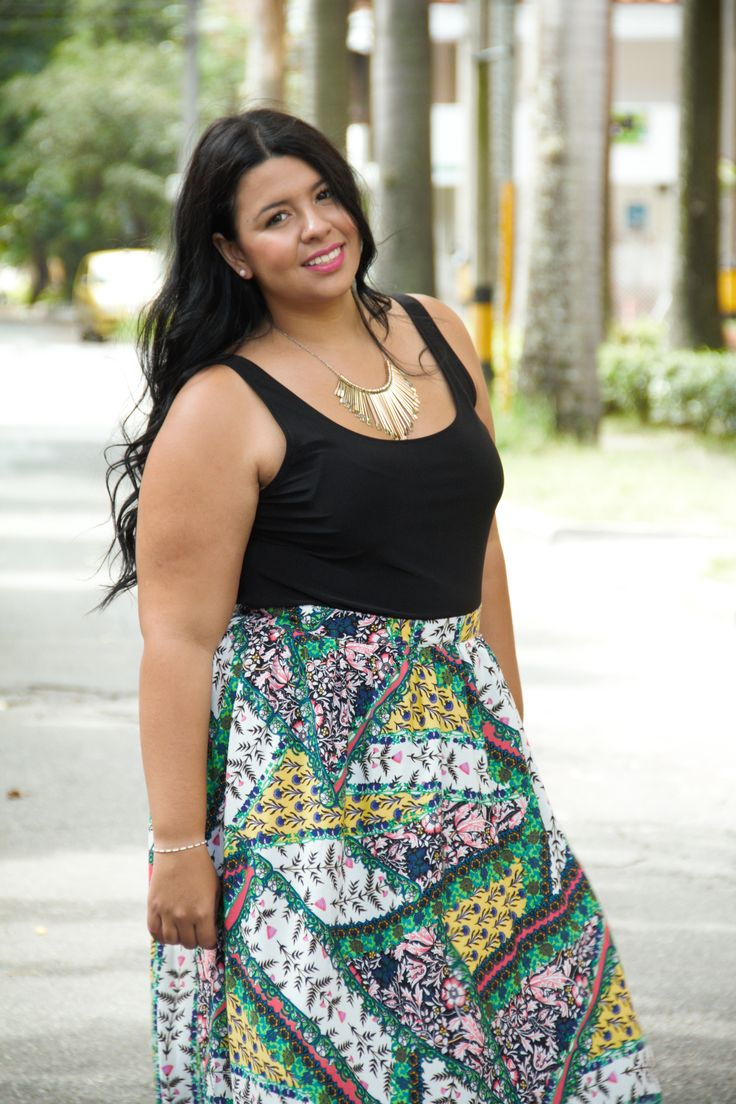 Moda tallas grandes: Top negro + Maxi falda + Sandalias. Plus size fashion: Black top + Maxi Skirt + Sandals #sizerevolution #plussize #tallasgrandes