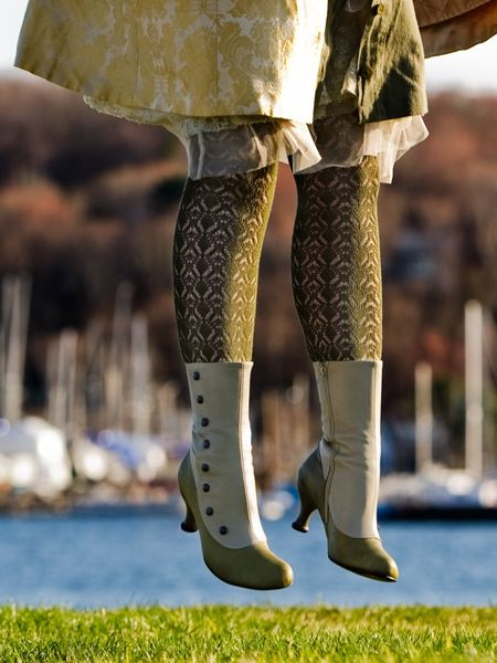 Fluevogs! I like the tights and pattern of the coat. Shame we can't see the rest as she got her hair caught on a dirigible strut... ;)