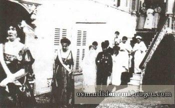 Ulviye Sultan ile İsmail Hakkı Bey'in düğünü Önde Sultan vahideddin'in hanımı Nazikeda başkadınefendi , Tevfik paşanın hanımı Afife hanım (1914)