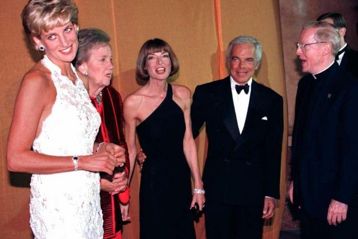 September 24, 1996 Princess Diana of Wales, Washington Post owner Katheryn Graham, Anna Wintour, Ralph Lauren, and Georgetown University President Leo J. O'Donovan during a multi-million dollar fundraising event for the Nina Hyde Center for Breast Cancer Research in Washington DC