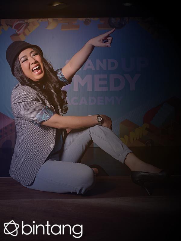 Ada tips jitu yang bisa ditiru dari seorang Soimah. Entertainer serba bisa ini awalnya adalah seorang sinden, namun penampilannya kemudian berbeda dari sinden kebanyakan membuatnya seperti berlian di antara bebatuan biasa. Simak liputan eksklusif selengkapnya hanya di Bintang.com.  #Soimah #Entertainer #LiputanEksklusif #Bintang #Indonesia
