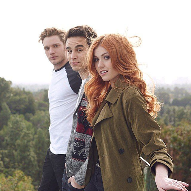 Cast | Freeform Shadowhunters TMI | Katherine McNamara as Clary Fray | Alberto Rosende as Simon Lewis | Dominic Sherwood as Jace Wayland