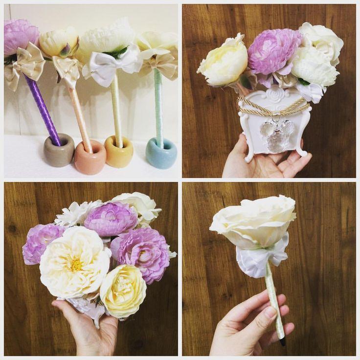 100円ショップのお花とペン立てで作ったフラワーペン。お花はダイソーよりセリアの方がおしゃれなのが多いです。無印の歯ブラシスタンドに立てたのは会場のあちこちに置くためのもの。お友達の結婚式用に自作しま - kawaiihanayome