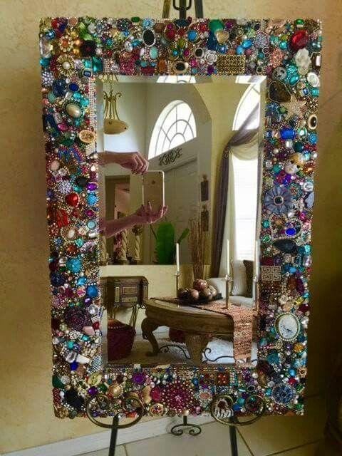 Frame – un excellent moyen d'utiliser les vieux bijoux de fantaisie en plastique pour se tenir à l'abri …   – Jewelry Upcycle Ideas